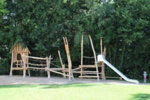 Freude am neu angelegten Spielplatz am Petersberg